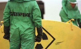 """Greenpeace cible sept pesticides accusés de contribuer au déclin des abeilles et demande l'interdiction de ces substances chimiques """"largement utilisées en Europe"""" et dont trois sont déjà dans le collimateur de la Commission européenne, dans un rapport scientifique rendu public mardi."""