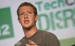 """Le patron de Facebook, Mark Zuckerberg, a reconnu mardi que les débuts en Bourse du réseau social avaient été """"décevants"""", mais a tenté de rassurer les investisseurs en promettant de gagner plus d'argent sur les mobiles, considérés comme un point faible du groupe."""