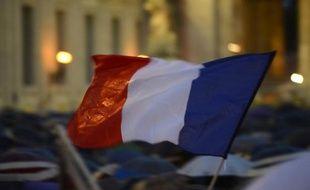 La France est sortie de récession, mais ses perspectives de croissance demeurent fragiles avec une fiscalité et un chômage élevés et des exportations trop timides, affirme l'agence de notation Standard & Poor's dans une étude publiée mercredi.