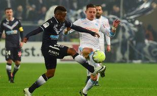 Match engagé entre le Marseillais Thauvin et le Bordelais Kamano.