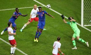 Yeri Mina ouvre le score pour la Colombie face à la Pologne.