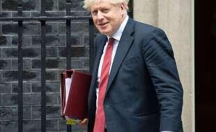 Le Premier ministre Boris Johnson durcit encore les restrictions en vigueur dans le but de contenir la propagation du coronavirus au Royaume-Uni.