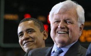 Le clan Kennedy, pilier du parti démocrate américain, penche de plus en plus fortement pour la candidature de Barack Obama, en dépit du soutien apporté par trois de ses membres à Hillary Clinton.