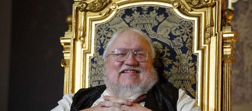 George RR Martin, en 2014, sur un trône (mais pas de fer)