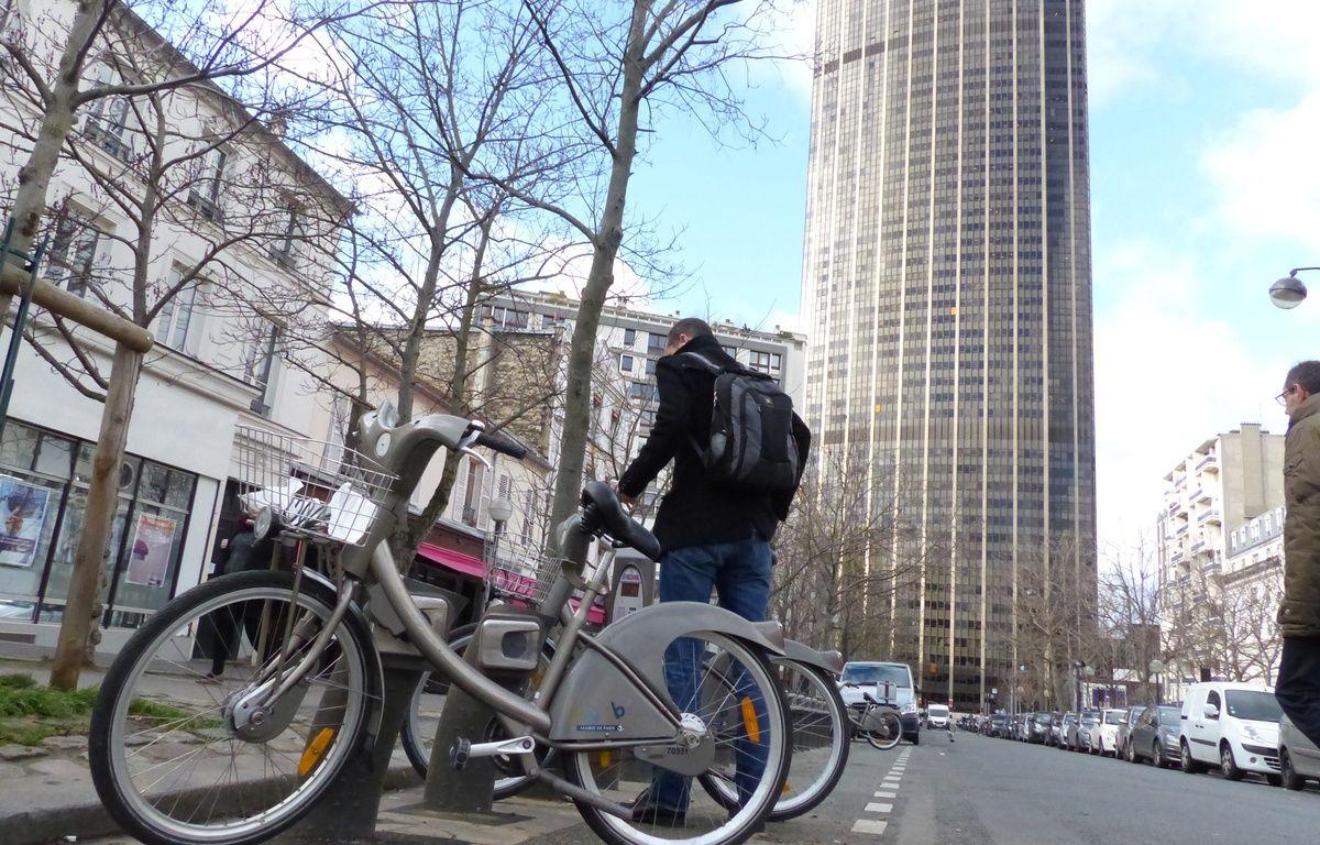 Une station vélib' à deux pas de la tout Montparnasse. – F. Pouliquen / 20 Minutes