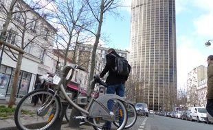 Une station vélib' à deux pas de la tout Montparnasse.