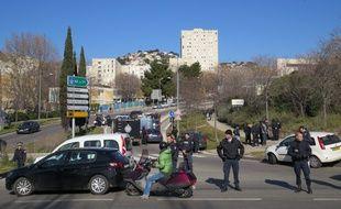 Marseille le 09 FEVRIER 2015. Les forces de l'ordre investissent la cité de la Castellane après des tirs d'armes automatiques dans la matinée.