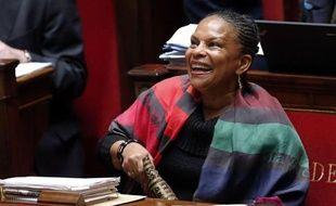 Le débat-marathon sur le projet de loi ouvrant le mariage et l'adoption aux homosexuels s'est achevé samedi au lever du jour après environ 110 heures de discussions, nuits et week-end compris, dans l'hémicycle, où l'UMP a bataillé jusqu'au bout.