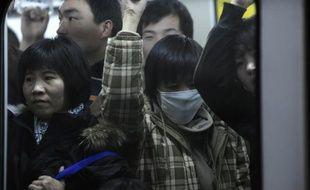 Un habitant du sud-ouest de la Chine est mort dimanche du virus mortel de la grippe aviaire, le deuxième en un mois dans le pays qui n'en avait pas connu depuis un an et demi, a rapporté dimanche l'agence officielle Chine nouvelle.