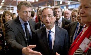 Le candidat PS à l'Elysée, François Hollande, a confirmé mardi la création dès la rentrée scolaire, s'il est élu, de 1.000 postes de professeurs des écoles, comme l'avait annoncé la veille Vincent Peillon, chargé de l'Education dans son équipe de campagne.