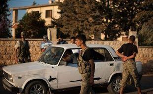 Les rebelles opposaient dimanche une résistance farouche aux troupes du régime à Alep, bombardée sans relâche par air et terre, de même que dans d'autres villes de Syrie ensanglantées par les violences.