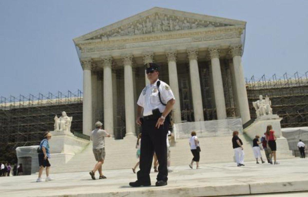 La Cour suprême des Etats-Unis devrait décider à l'automne si elle se saisit d'un autre sujet de controverse, le mariage homosexuel, après le dépôt d'un recours d'élus américains qui réclament de le juger anticonstitutionnel, apprend-on samedi de source judiciaire. – Kris Connor afp.com