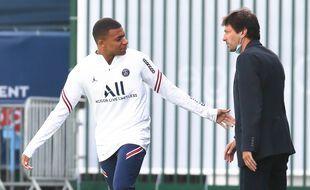 Kylian Mbappé et Leonardo au Camp des Loges, le 28 août 2021.