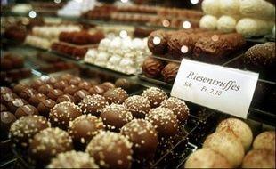 La police suisse a distribué mercredi des barres de chocolat aux automobilistes lors de contrôles routiers dans le canton de Fribourg pour récompenser les conducteurs n'ayant pas commis d'infraction.