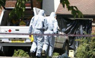 Enquête sur les lieux du meurtre de deux étudiants français dans le quartier de New Cross à Londres.