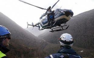 Des membres du Peloton de gendarmerie de Haute-montagne (PGHM) lors d'un exercice dans les Pyrénées. Illustration