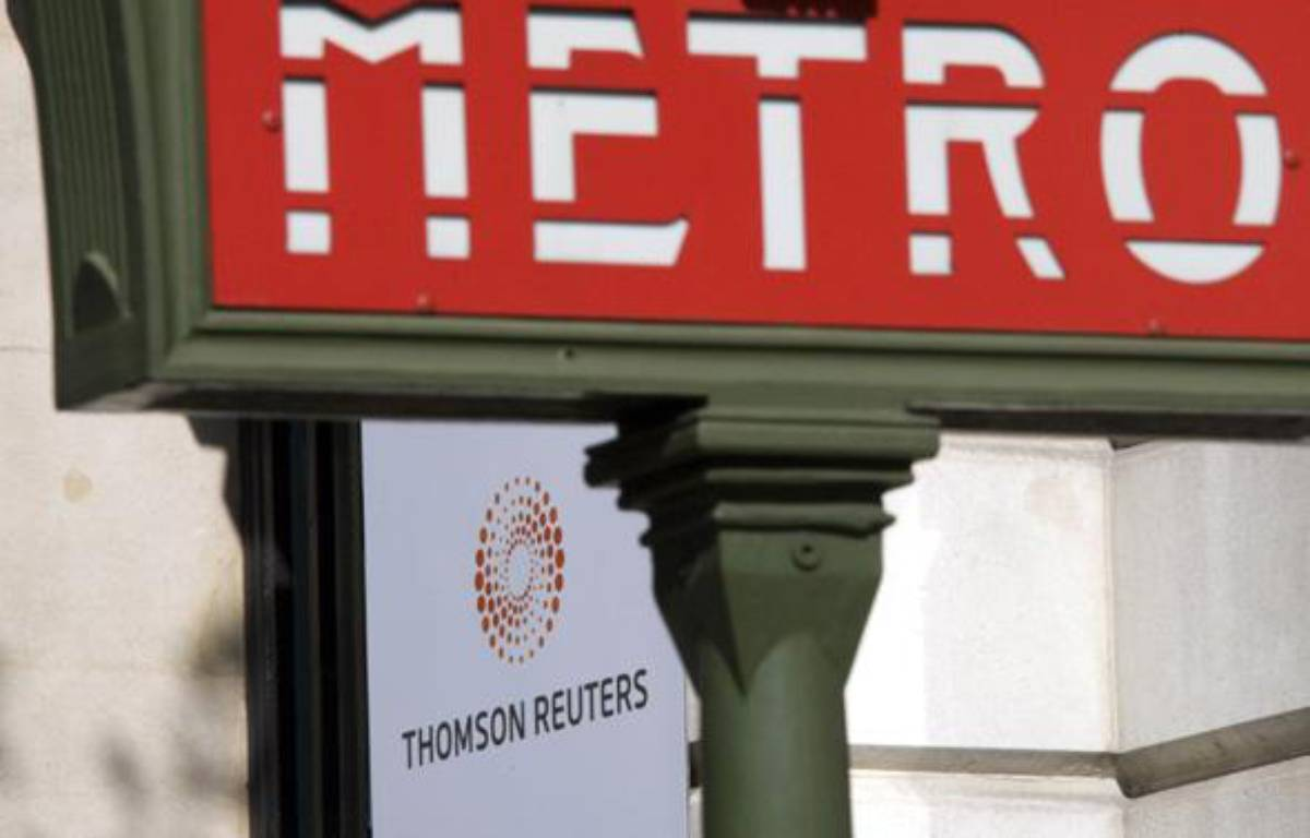 A plaque featuring the new logo for Thomson Reuters company is seen behind a Paris Metro sign on the facade of their Paris offices on Boulevard Haussmann April 17, 2008. Thomson Reuters Corp debuted on Thursday as a leading global information company, hoping a portfolio of products from financial to legal and health-care will help it ride out a financial industry downturn.    REUTERS/Mal Langsdon  (FRANCE) – REUTERS/Mal Langsdon