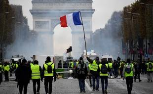 Les « gilets jaunes » ont manifesté samedi 24 novembre sur les  Champs-Elysées 84fef034a2f