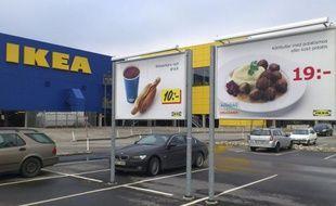 Le géant suédois de l'ameublement Ikea a indiqué samedi qu'il avait arrêté la vente en Europe de lasagnes surgelées à base d'élan, après la découverte de traces de porc dans ces plats.
