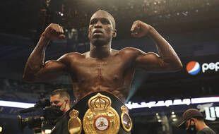 Souleymane Cissokho avec la ceinture intercontinentale WBA des super-welters remportée le 8 mai 2021 à Arlington au Texas.
