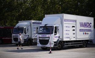 Un chauffeur passe son permis poids lourds, à Croydon au sud de Londres le 22 septembre 2021.