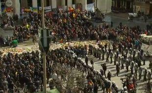 Image du rassemblement à Bruxelles perturbé par les hooligans captées par la RTBF.