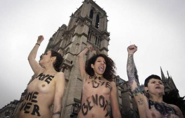 Des membres du groupe féministe Femen manifestent devant Notre-Dame, à Paris, le 12 février 2013