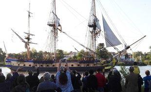 L'Hermione, lors de sa remontée de la Loire pour l'événement Débord de Loire, le 25 mai.