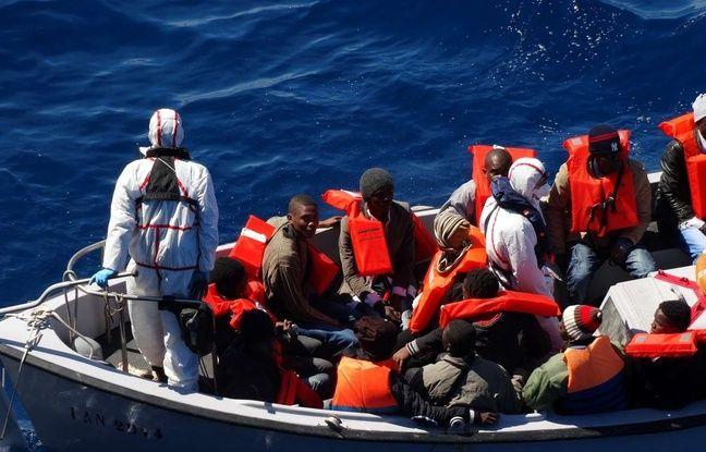 Des migrants secourus par les gardes-côtes italiens en Sicile, le 18 mars 2016.
