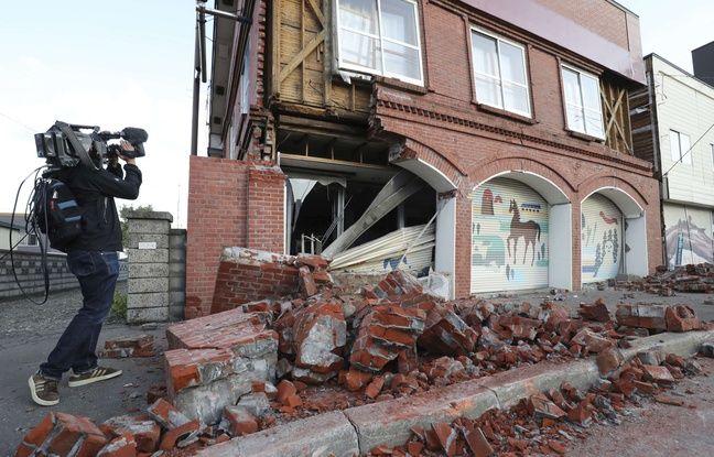 Un bâtiment endommagé par le séisme à Abira, sur l'île japonaise d'Hokkaido, le 6 septembre 2018.
