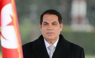 """L'ancien président tunisien Zine El Abidine Ben Ali a été condamné par contumace mercredi à 20 ans de prison par le tribunal militaire de Tunis pour """"incitation au désordre, meurtres et pillages sur le territoire tunisien"""", a rapporté l'agence TAP."""