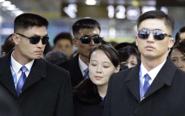 Kim Yo Jong entourée de gardes du corps, le 9 février 2018 à Pyeongchang.