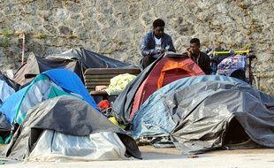 Un camp de migrants à Calais, le 18 mai 2014.