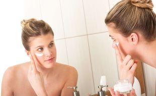 «Première règle pour les peaux sensibles, ne pas trop en faire», estime Aurélie Guyoux, directrice de l'innovation scientifique d'Etat Pur.