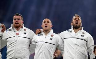 L'équipe anglaise de rugby chante le God save the Queen le 3 octobre 2015 à Twickenham.
