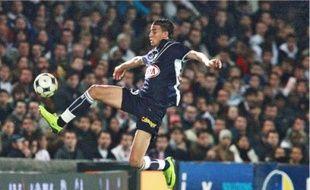 L'attaquant bordelais Marouane Chamakh est surveillé par les Anglais d'Arsenal.