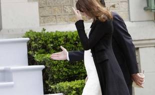 Carla Bruni-Sarkozy, visiblement enceinte, arrive à la Villa Strassburger à Deauville lors du sommet du G8 le 26 mai 2011.