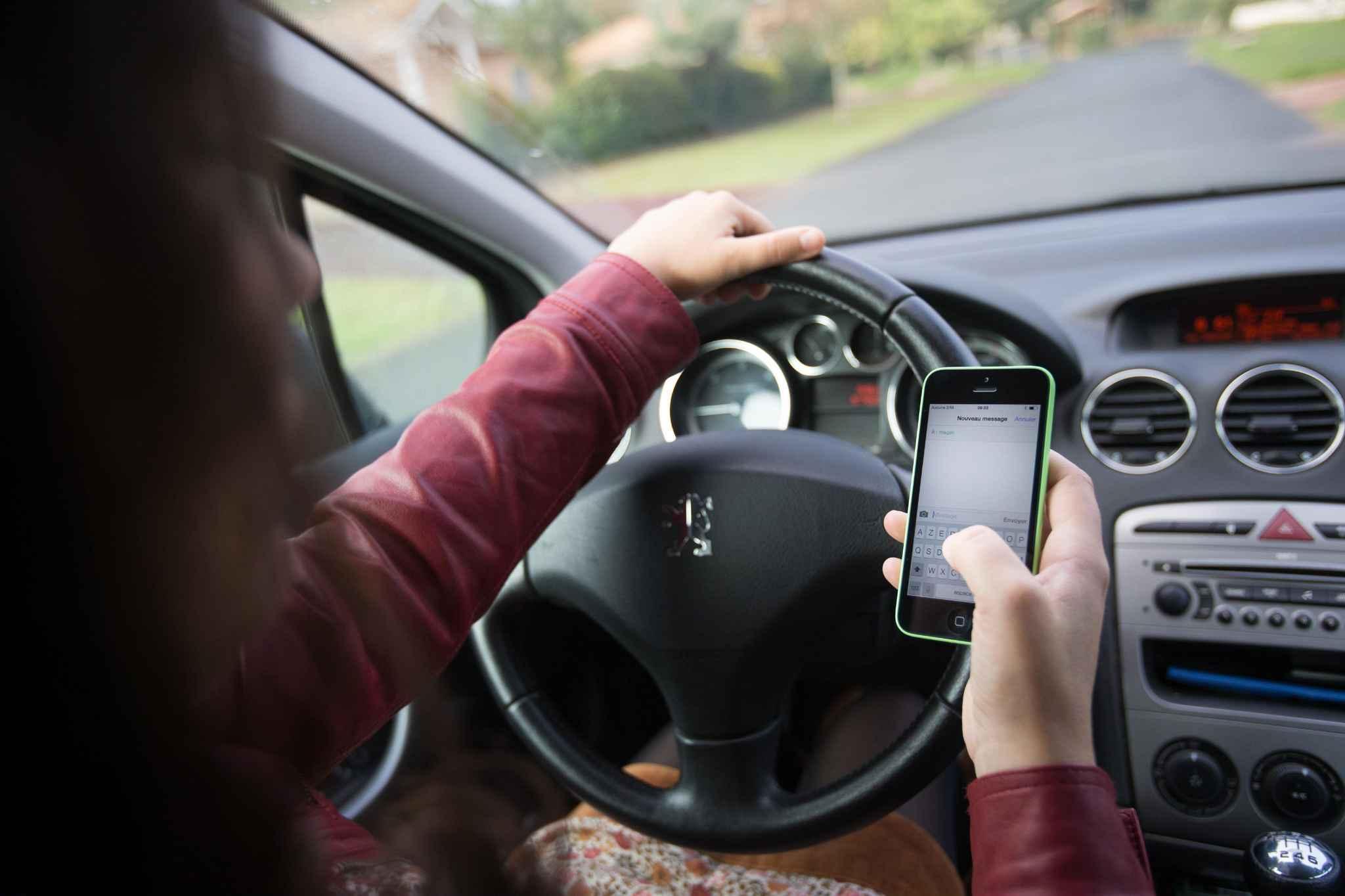 nantes oubli du clignotant usage du t l phone les comportements au volant de d gradent. Black Bedroom Furniture Sets. Home Design Ideas