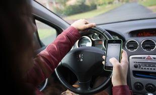 Usage du téléphone au volant (illustration)