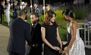 Le président américain Barack Obama et sa femme Michelle Obama rencontrent Nicolas Sarkozy et sa femme Carla Bruni au sommet du G20 au Conservatoire de Pittsburgh, en pennsylvanie, le 24 septembre 2009.