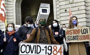 Des manifestants se sont réunis à Rennes ce mardi 17 novembre pour protester contre la proposition de loi sur la sécurité globale.
