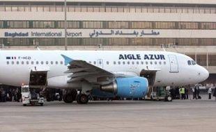 Le premier vol d'un transporteur européen, depuis l'embargo international imposé en 1990, est arrivé dimanche à l'aéroport de Bagdad, marquant l'intérêt croissant des compagnies étrangères à la reconstruction de l'Irak ravagé par 30 ans de guerres et de conflits internes.