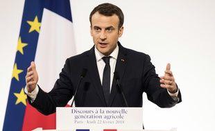 Emmanuel Macron faisait face à une centaine d'agriculteurs