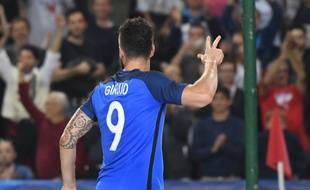 France's forward Olivier Giroud (back) flashes three after his third goal during the friendly football match between France and Paraguay on June 2, 2017 at the Roazhon park stadium in Rennes, western France.