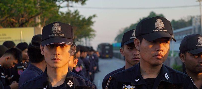 Des policiers thaïlandais dans la province de Pathum Thani en février 2017.