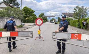 Des douaniers suisses, le 14 juin 2020.