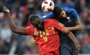Raphaël Varane a dominé Romelu Lukaku lors de France-belgique en demi-finale de Coupe du monde, le 10 juillet 2018.