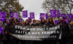 Des femmes marchent contre les violences sexistes et sexuelles à Paris, le 24 novembre 2018.