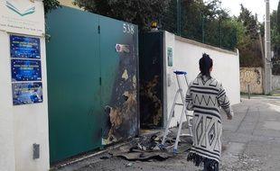 Une poubelle a été mise à feu devant le lycée Saint Louis, dans les quartiers Nord de Marseille.