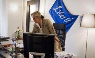 """La candidate du FN, Marine Le Pen, a lancé jeudi un appel aux femmes, qu'elle espère convaincre davantage que son père, en leur promettant d'être """"la présidente des crèches"""", tout en assumant la polémique provoquée par ses propos sur """"les avortements de confort""""."""